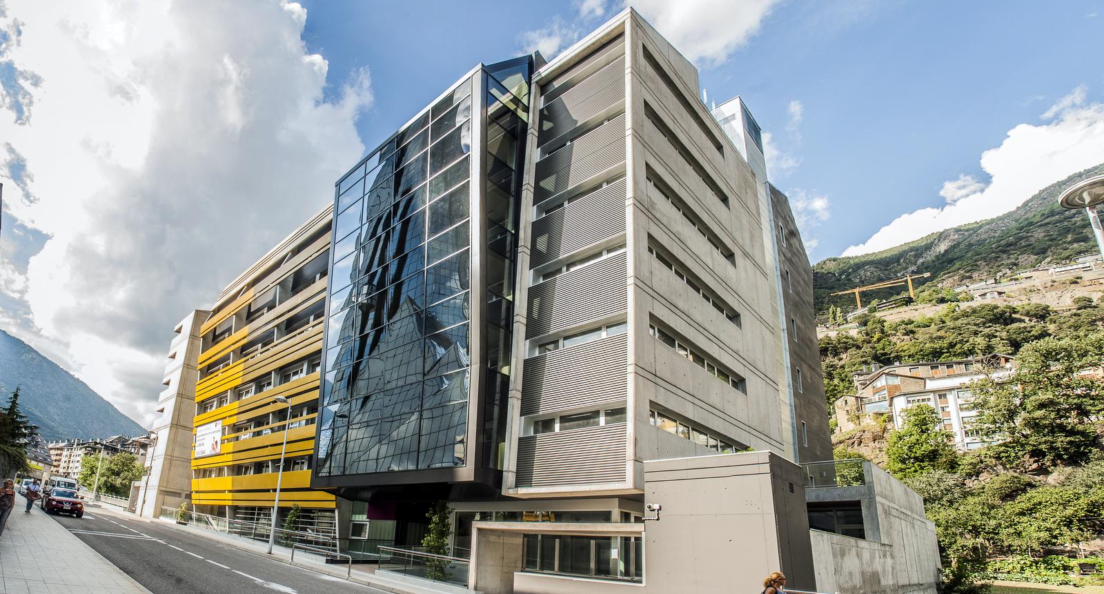 Nova Constructora és el proveïdor de personal subcontractat per a les empreses Constructores de més prestigi i reconeixement del Principat d'Andorra. En els darrers anys, les grans empreses del sector de la construcció d'ANDORRA li han dipositat la seva confiança. Nova Constructora Andorra proporciona personal altament qualificat i especialitzat amb un alt nivell de formació en cadascuna de les especialitats del ram de la construcció. I són posseïdors de totes les titulacions atorgades o requerides pel Govern d'Andorra. Nova Constructora disposa de personal específic per a treballs de paleta, encofrador, ferrer, pedrer, gruistes, plaquista, caps d'equip... Nova Constructora pot satisfer les necessitats professionals de qualsevol iniciativa constructiva per complexa que sigui. La direcció de Nova Constructora Andorra està compromesa amb un alt nivell d'exigència per a lliurar els millors acabats de manera impecable. L'objectiu de l'empresa és evolucionar contínuament de manera que el contractista continuï dipositant la seva confiança amb la garantia que els treballs seran executats de manera acurada.